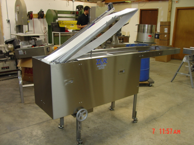 Servo drive automated shuttle conveyor