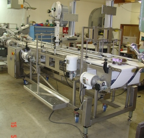 Clam Shell Closing and Labeling Conveyor
