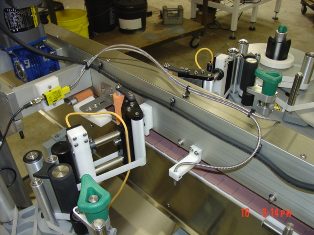 Tamper seal applicator labeling machine